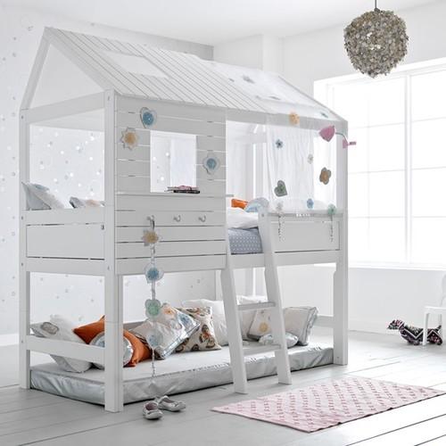 Легло къща  с място за игра